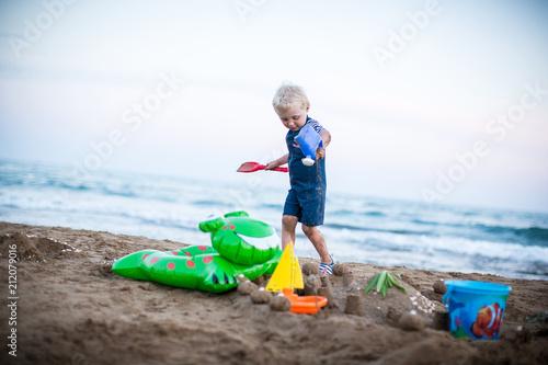 Foto op Aluminium Akt über den Strand laufen