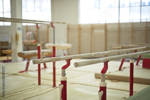 Foto auf AluDibond Gymnastik Gymnastics Hall. Gymnastic equipment.Parallel bars