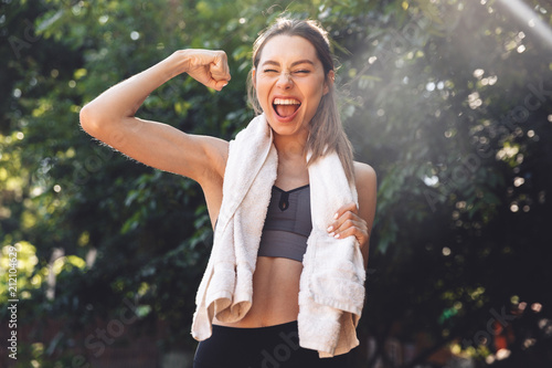 Portrait of a pretty young fitness girl standing outdoors Canvas-taulu