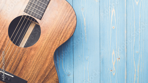Fotografia, Obraz New brown guitar on wooden board