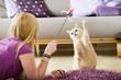 canvas print picture - Junge Frau spielt mit Katze