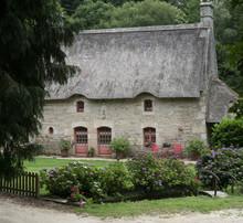 Maison Chaumière Traditionnelle Typiquement Bretonne Avec Jardin