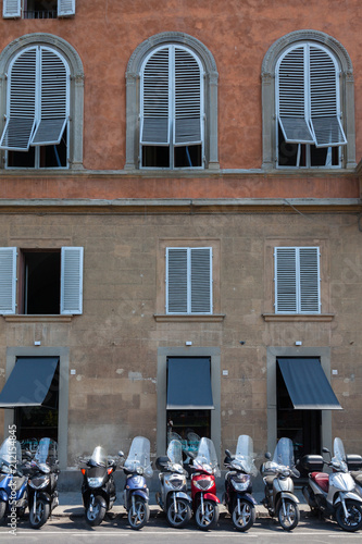 Foto op Aluminium Oude gebouw Motorcycles parked in front of building in Florence, Italy
