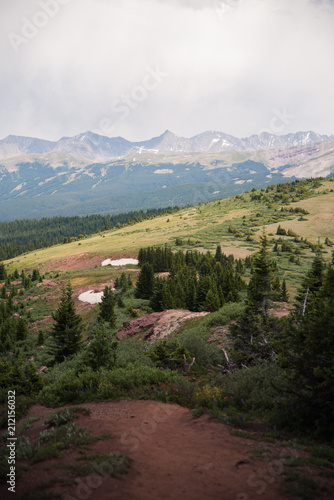Foto op Plexiglas Diepbruine A scenic, landscape view of many mountains with clouds above in Colorado.