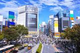 渋谷駅西口のスクランブル交差点の風景