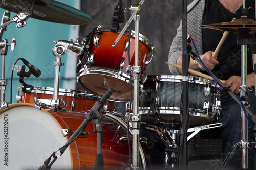 Fototapety, obrazy: The musician plays the drums