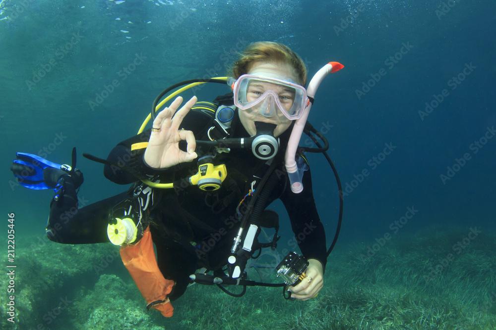 Fototapeta Female scuba diver okay signal