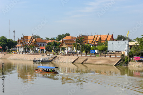 In de dag Centraal Europa View at Chao Phraya River with buddhist temple in Ayutthaya