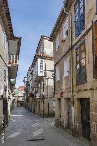 Poster Oude gebouw Historical street in Pontevedra city