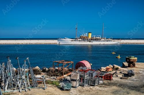 Staande foto Poort Antibes, Industriehafen