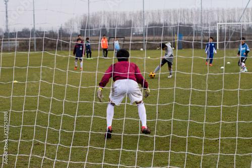Photo Portiere di calcio, si appresta a parare il tiro.