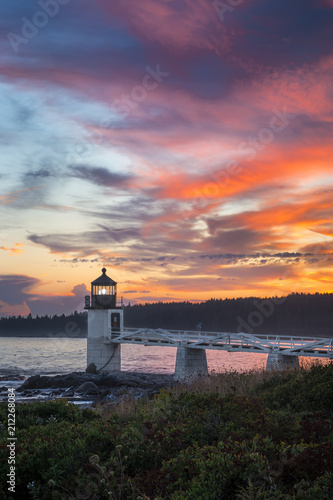 Spoed Foto op Canvas Grijze traf. Marshall Point Light Sunset Vertical