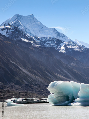 Poster Oceanië Iceberg - Tasman Lake New Zealand. This lake at the end of Tasman Glacier has icebergs that break off from the glacier,