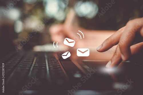Fotomural  Woman hand using smartphone to send and recieve email for business on nature bokeh background