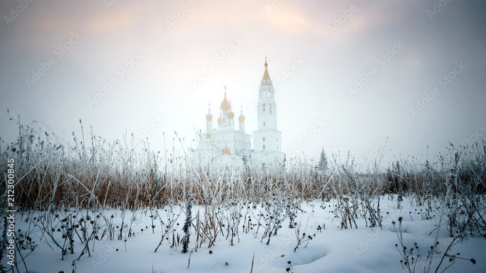 Fototapety, obrazy: the Orthodox Church at sunset in winter in fog