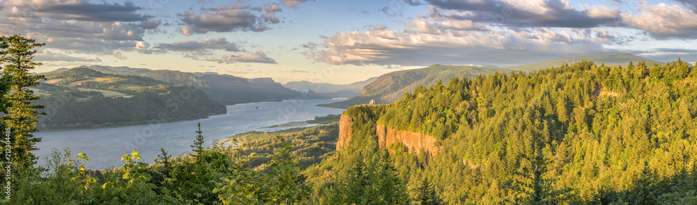 Fototapety, obrazy: Vista House and the Gorge Oregon panorama.