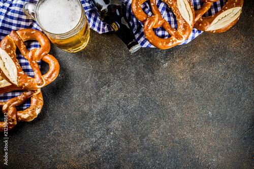 Carta da parati Oktoberfest food menu, bavarian sausages with pretzels, mashed potato, sauerkrau