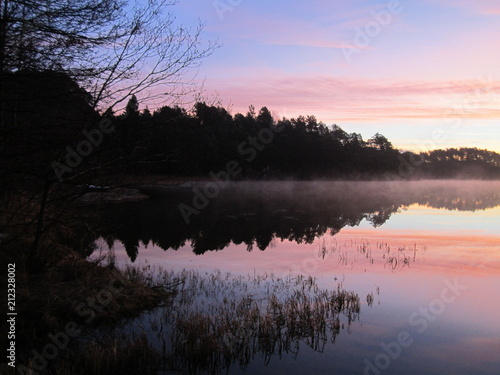 In de dag Ochtendgloren Sunrise over the lake...Reflection of sunset in crystal clear water of the lake...Wolflake...Os...Norway