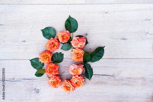 Keuken foto achterwand Bloemen O, roses flower alphabet isolated on gray wooden background, flat lay