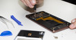 Smartphone Reparatur, geöffnetes Handy
