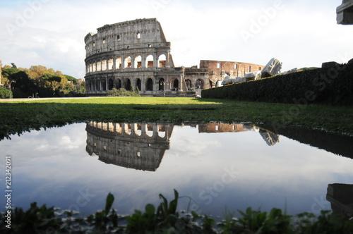 Zdjęcie XXL Koloseum w Rzymie odbicie w wodzie