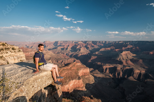 Papiers peints Cappuccino Tourist with backpack at Grand Canyon