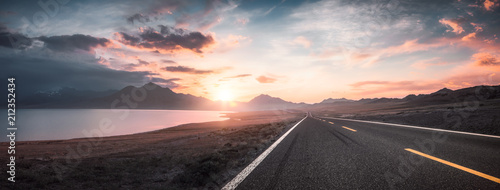 Spoed Fotobehang Landschap Lake and road at sunset