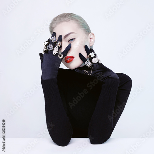 Deurstickers womenART Beautiful blonde lady with lot of precious rings