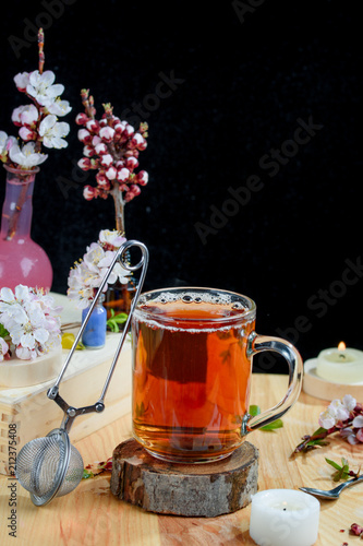 Foto op Plexiglas Thee Hot aromatic tea with flowers on the table