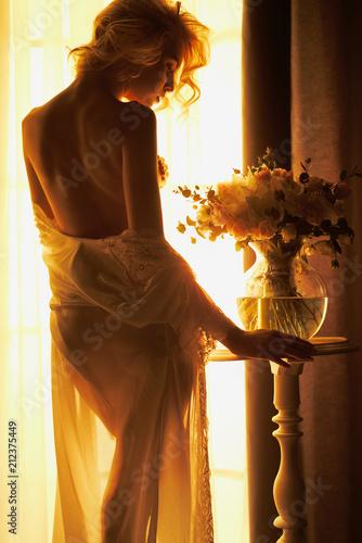 Küchenrückwand aus Glas mit Foto womenART Sensual blonde at the window