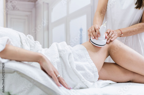 Radiofrequency lifting legs treatment Canvas-taulu