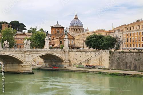 Zdjęcie XXL Ponte Vittorio Emauele II z St Peter bazyliką w tle przez Tiber rzekę w Rzym, Włochy