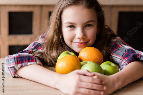 Fotografía  balanced child nutrition