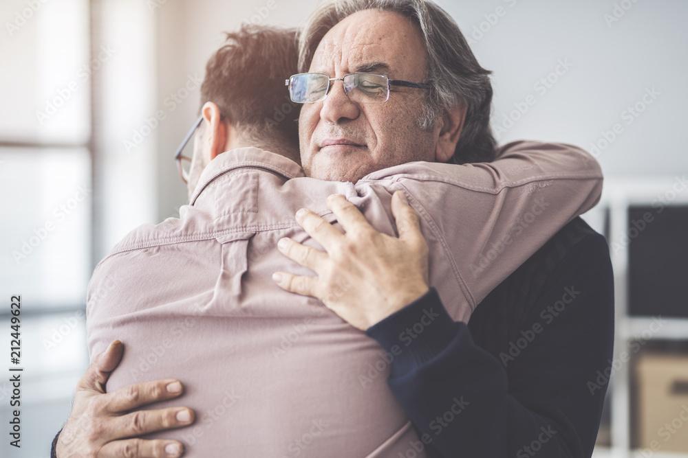 Fotografia Son hugs his own father