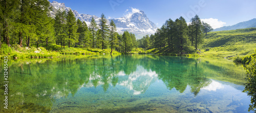 Photo panorama with lake and Matterhorn in Italy