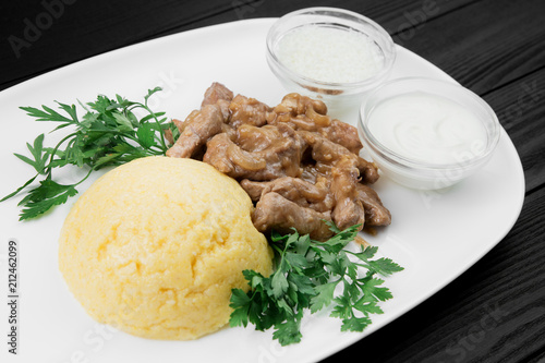 Deurstickers Klaar gerecht Mamaliaga or polenta with cheese and beef meat. Traditional food of Moldovan and Romanian.