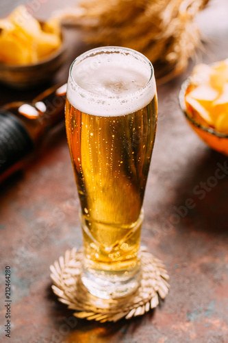 Foto op Plexiglas Bier / Cider Cold Beer on Dark Background