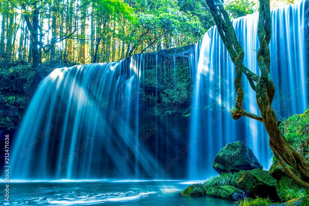 新緑の鍋ヶ滝(スローシャッター)