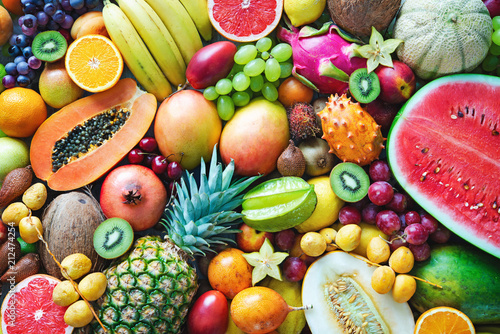 Montage in der Fensternische Fruchte Assortment of colorful ripe tropical fruits. Top view