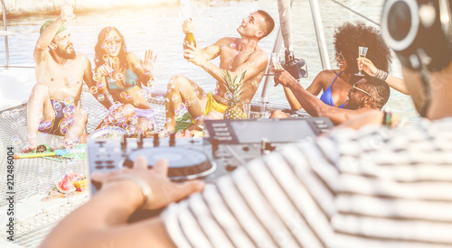 canvas print motiv - DisobeyArt : Happy friends drinking champagne in summer boat party