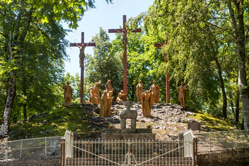 Платно The sculptural composition of the episode of the crucifixion of Jesus to Calvary