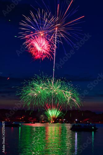 Keuken foto achterwand Nasa Fireworks at the Lake