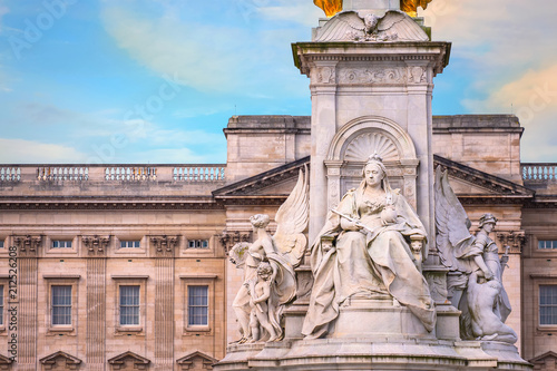 Photo  Victoria Memorial at the Mall Road in front of Buckingham Palace, London