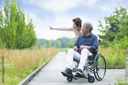 Fotografie, Obraz 車いすで散歩する老夫婦