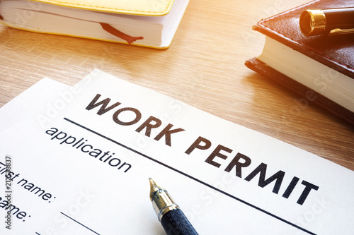 Fotomural Work permit application on a table.