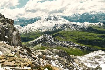 Naklejka Berg im Gebirge der Alpen mit Schnee