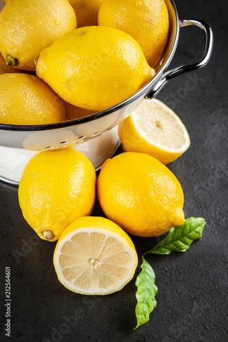 Papiers peints Pays d Asie Fresh lemons with green leaves
