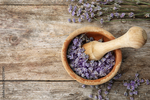 Spoed Foto op Canvas Lavendel Mortar with lavender flowers on table, top view. Ingredient for natural cosmetic