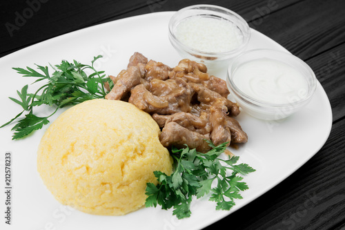 Spoed Foto op Canvas Klaar gerecht Mamaliaga or polenta with cheese and beef meat. Traditional food of Moldovan and Romanian.