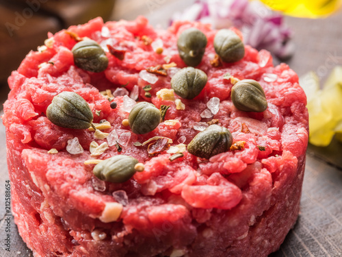 Papiers peints Singapoure Steak tartare served with capers, pickled cucumbers and chopped onion.